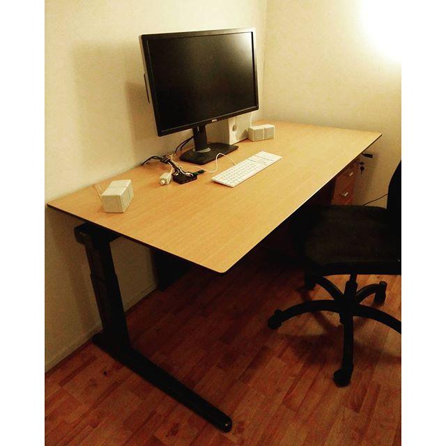 Got myself a real desk again hell yeah.